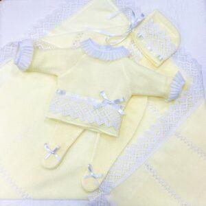 Precioso Conjunto Amarillo encaje blanco